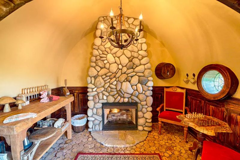 Hobbit house by Kristie Wolfe with captivating wooden details_18