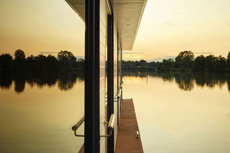 Rev Houseboat