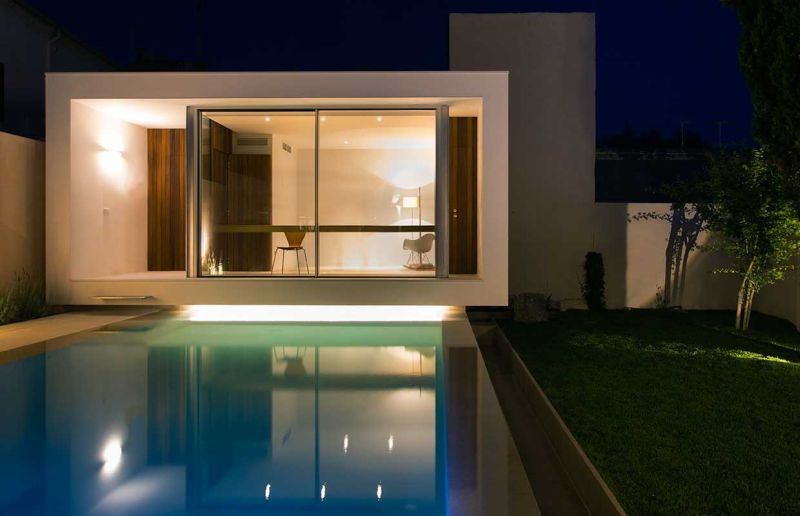 This home office in Spain overlooks a swimming pool_10