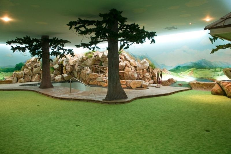 Rock clusters and fake trees to depict the space like real worlds