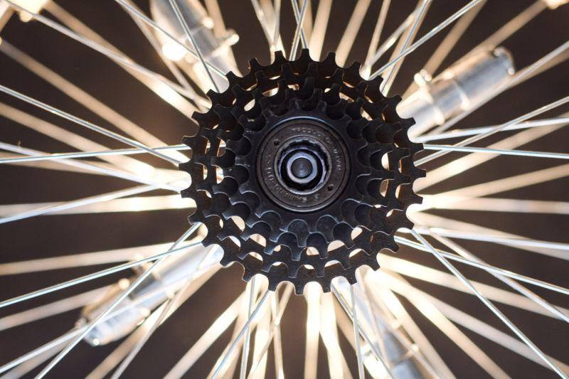 Spokes and crank set illuminates unique patterns in space