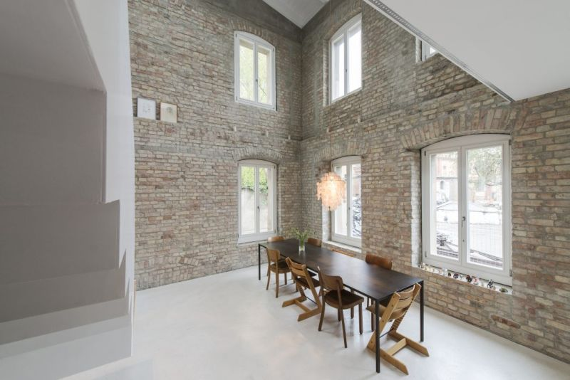 A modern home fused with historic architecture_247