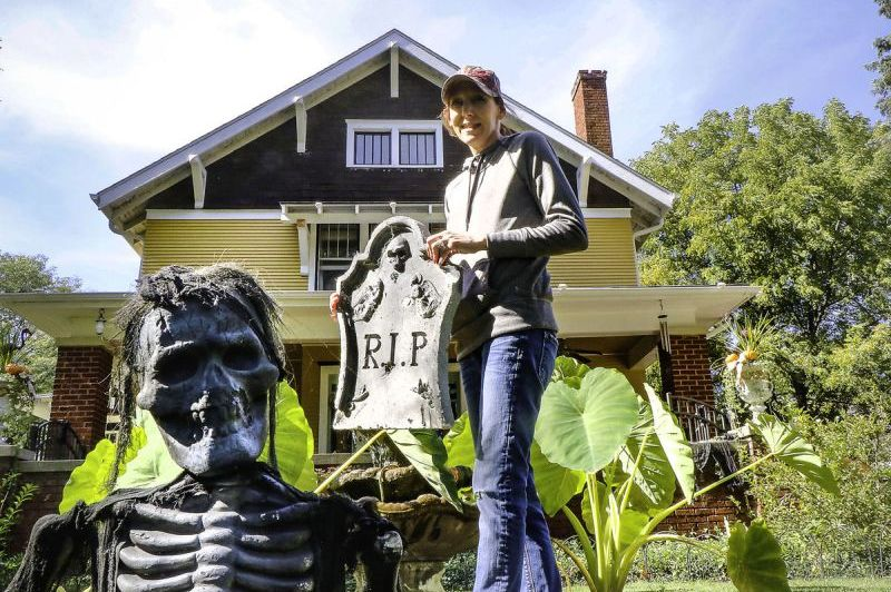 Arlington family went all-out to dress up their home for Halloween