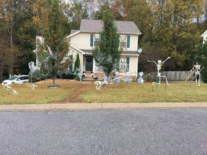 Clarksville family depicts story of Mr. Bones at their yard this Halloween_18
