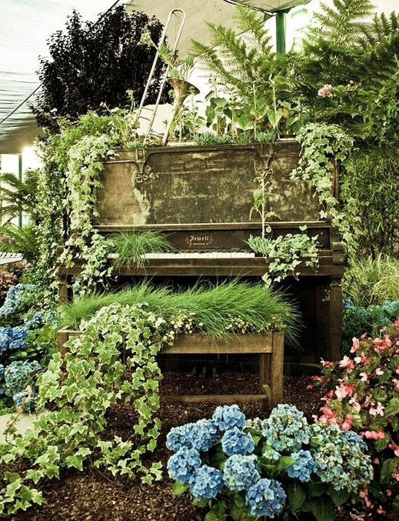 These repurposed old pianos are worthy home décor items for minimalists_5
