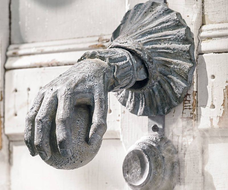 haunted-door-knocker