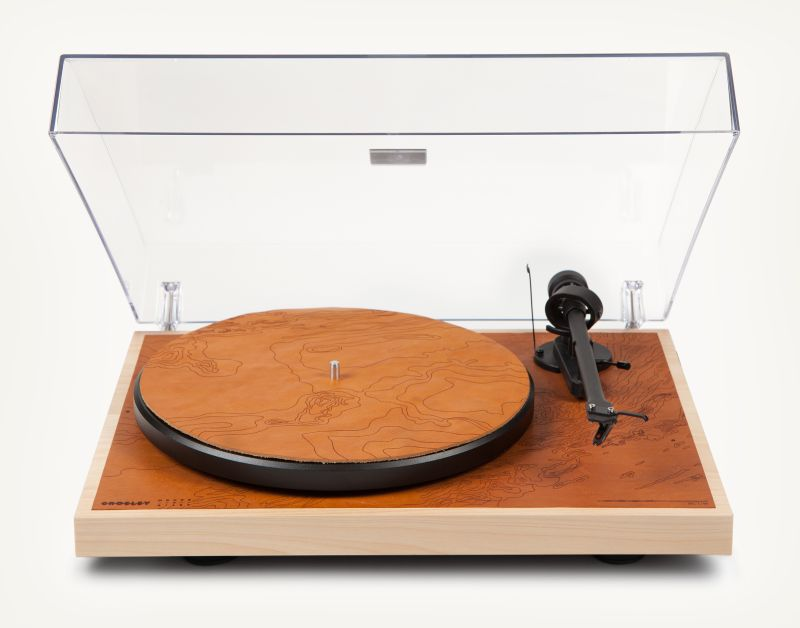 Turntable made of birch wood and Modern Saddle