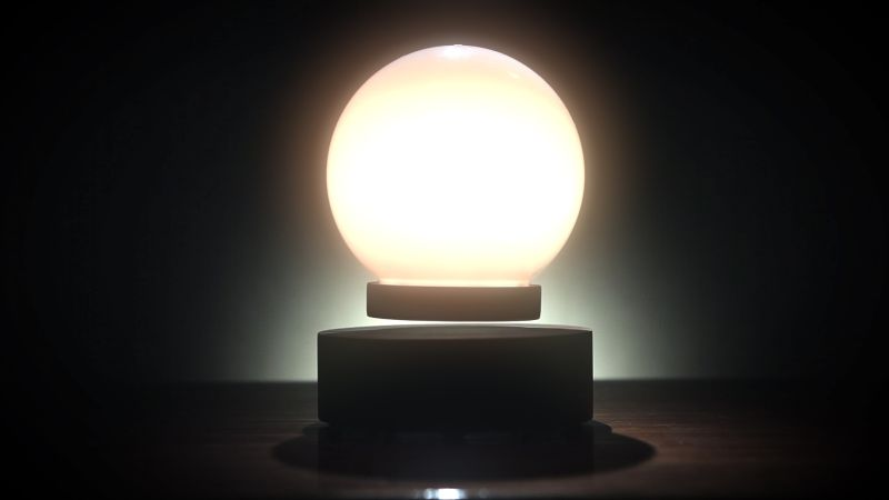 Levitating lamp without cables