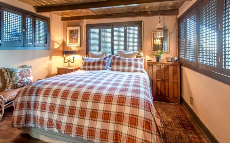 Stylish windows in bedroom