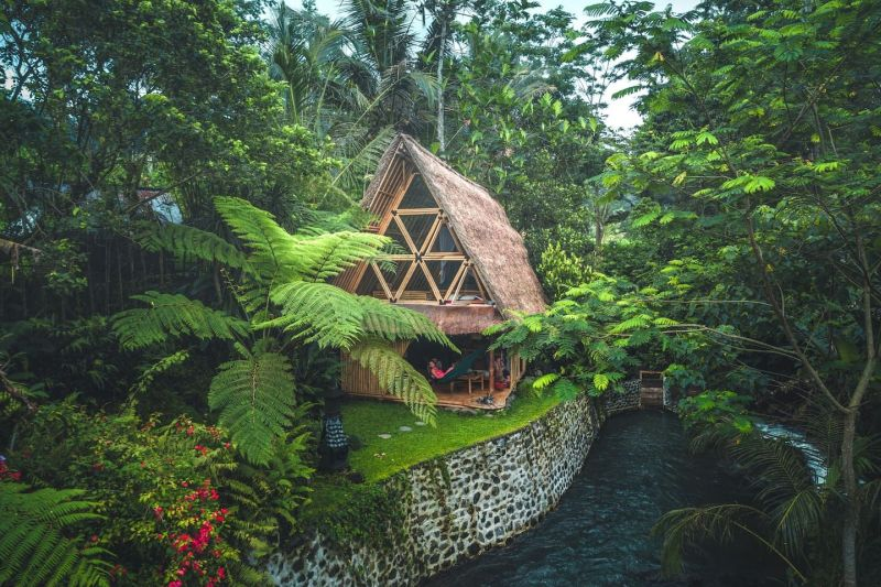 Eco-friendly bamboo cottage in Selat, Bali