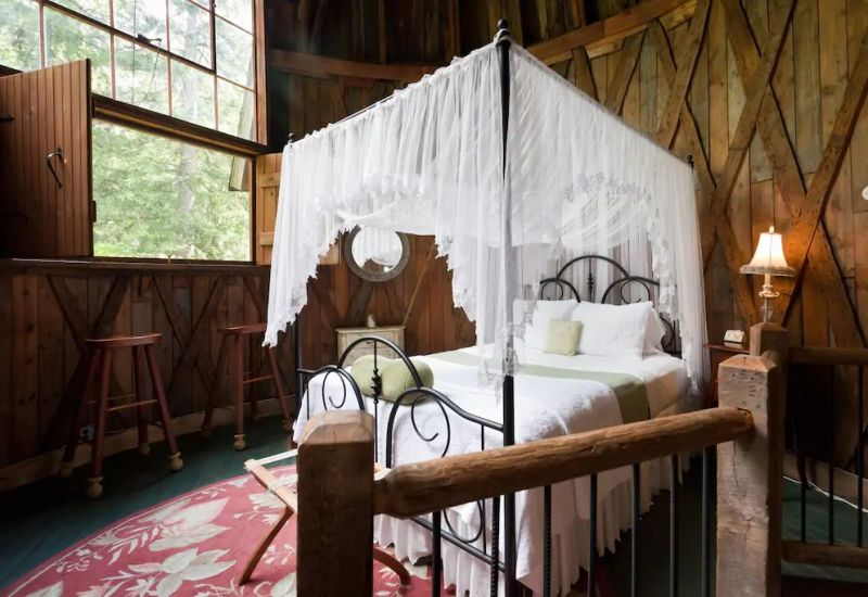 Silo Cottage in Berkshires, Massachusetts