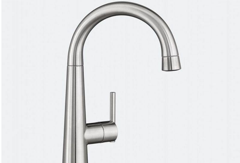 the-edgewater-kitchen-faucet-by-american-standard-_2