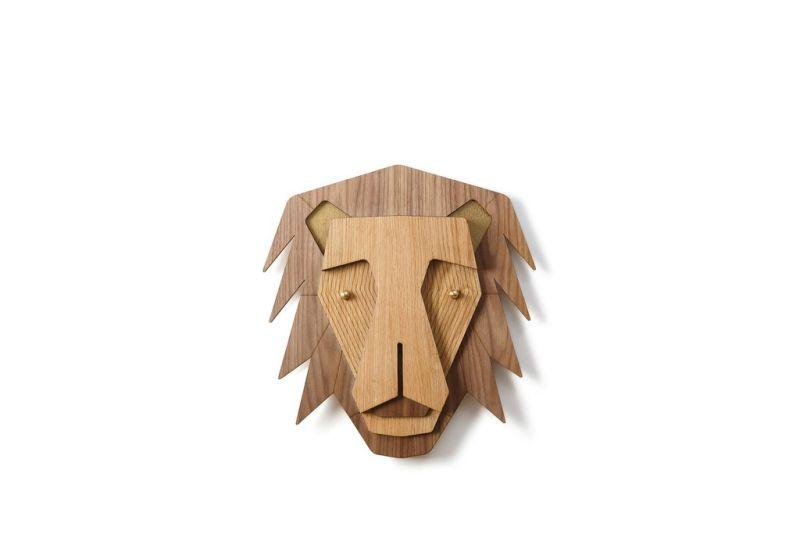 Wooden lion head wall mount