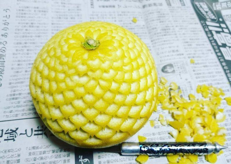 Japanese food artist Gaku carves appealing textures on fruits and vegetables