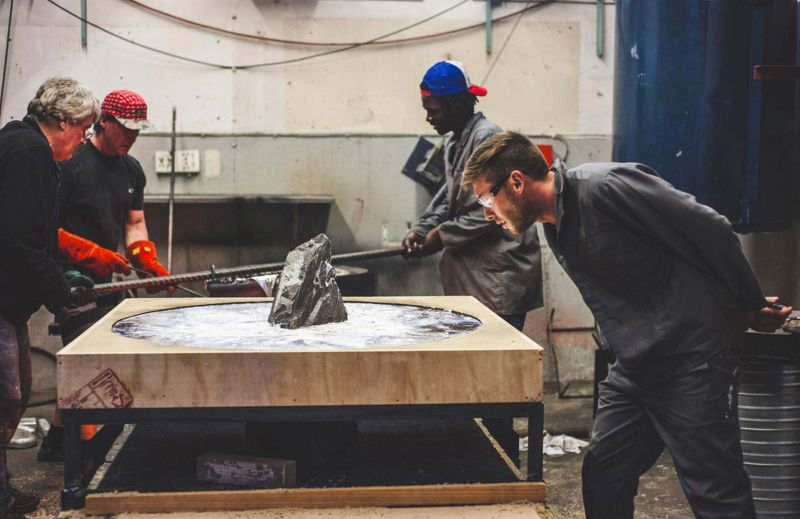 smelting and open cast pouring of molten aluminum