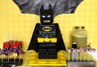 Précised tutorial to make a standing LEGO Batman cake at home