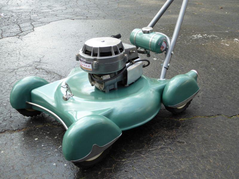 DIY lawnmower built to mimic vintage cars