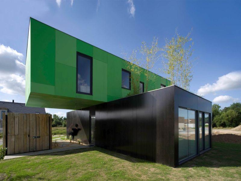 Crossbox, a cantilevered modular house