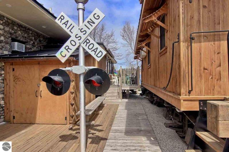 Detroit's solar-powered train car home-26
