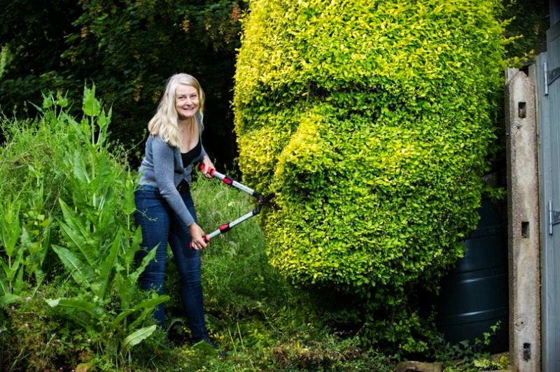 Birmingham Mom Carves Her Son And Partner S Faces Into Garden Hedges