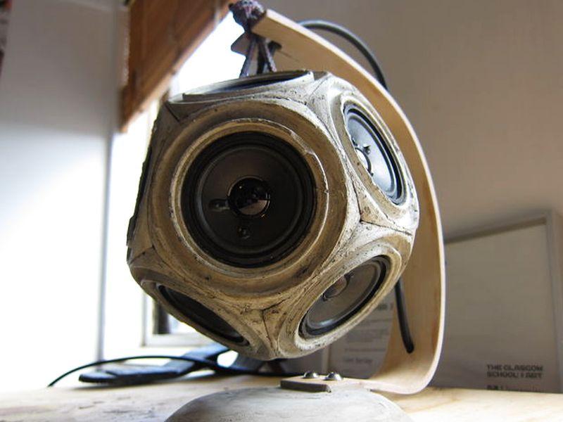 Dodecahedron speaker for desktop