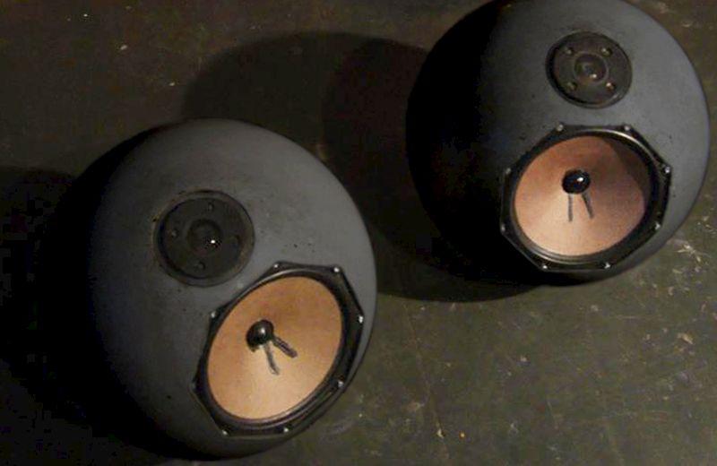 Spherical Concrete Speakers by by Neaberklok