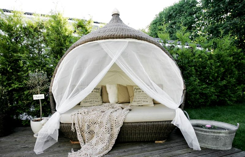 Nirvana Daybed for outdoors
