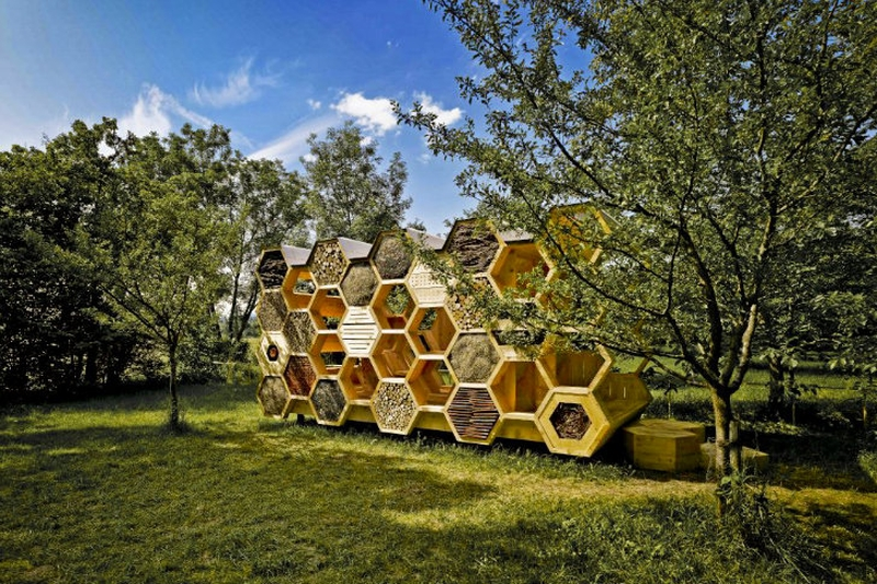 Bee-Hotels-K-Abeilles-Hotel-For-Bees-By-AtelierD_1