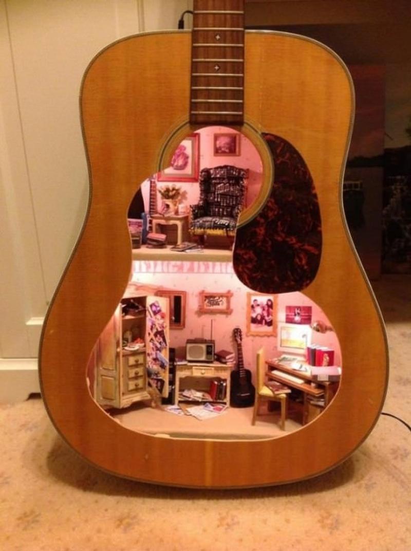 doll house guitar