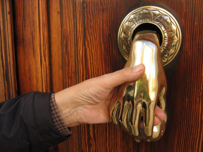 hand door knockers_1