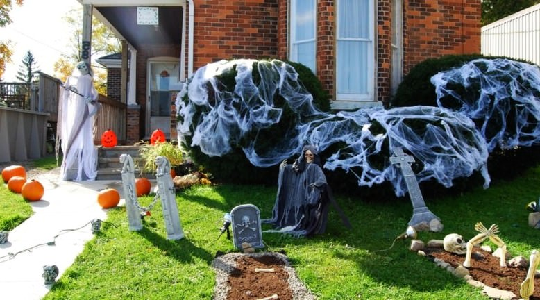 10 spooky outdoor Halloween decoration ideas for festival of the dead