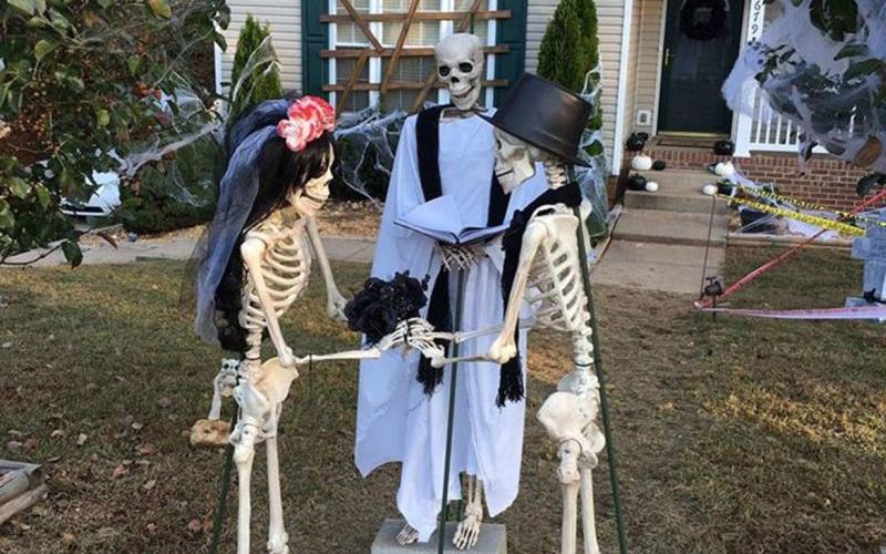 Clarksville family's Halloween decoration