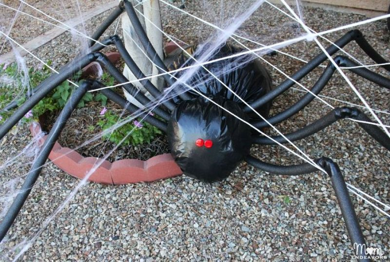 Giant-spider-for-halloween