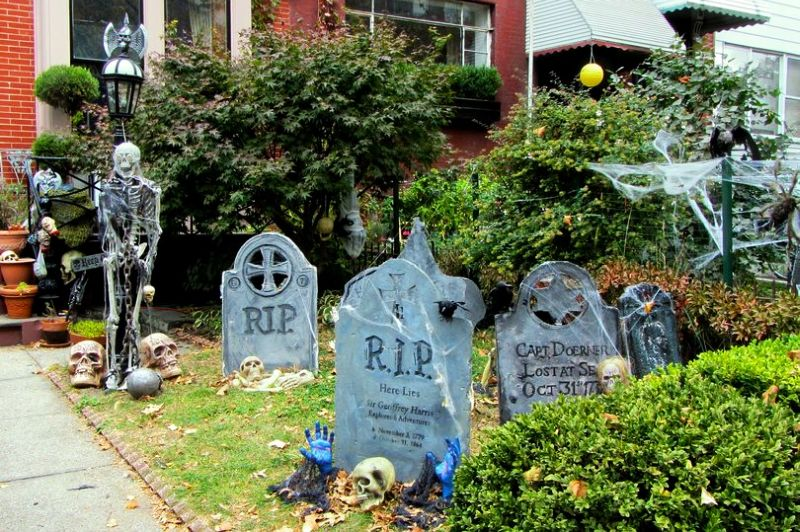 Halloween graveyard decor ideas