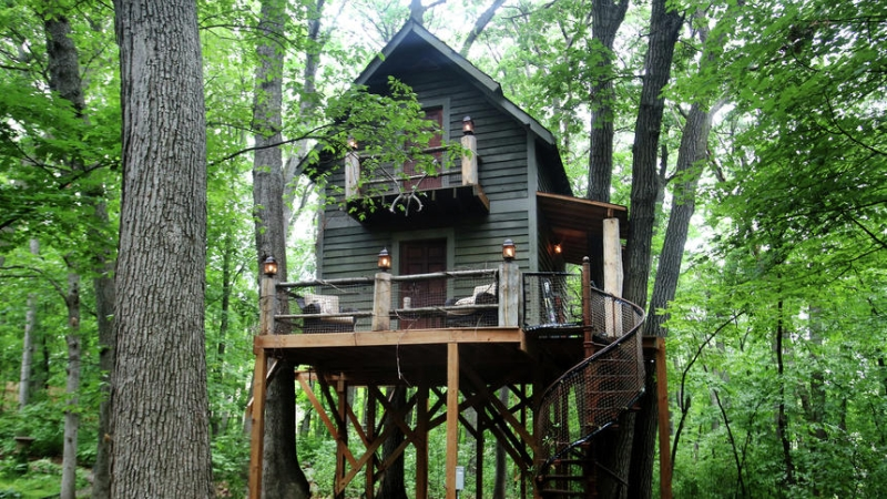 Tricked-out treehouse is the ultimate man cave for Minnesota magician