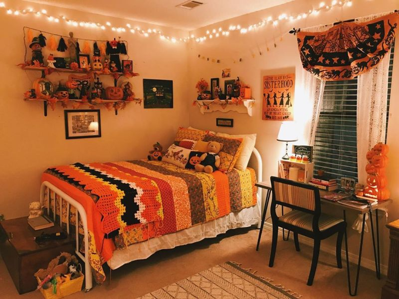 Bedroom Halloween decoration ideas - wall decoration ideas