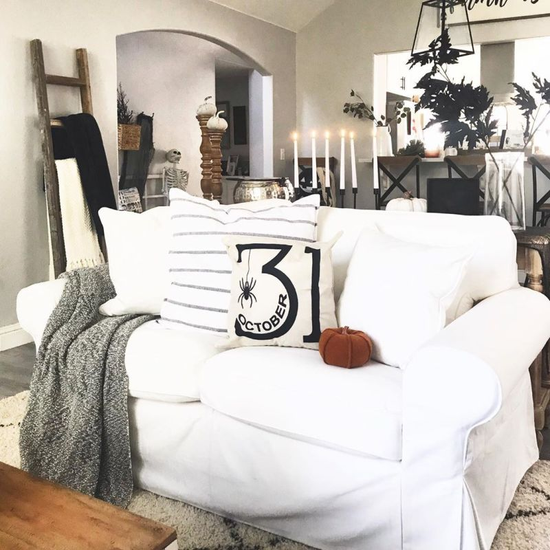 Living room Halloween decoration ideas - cusion covers