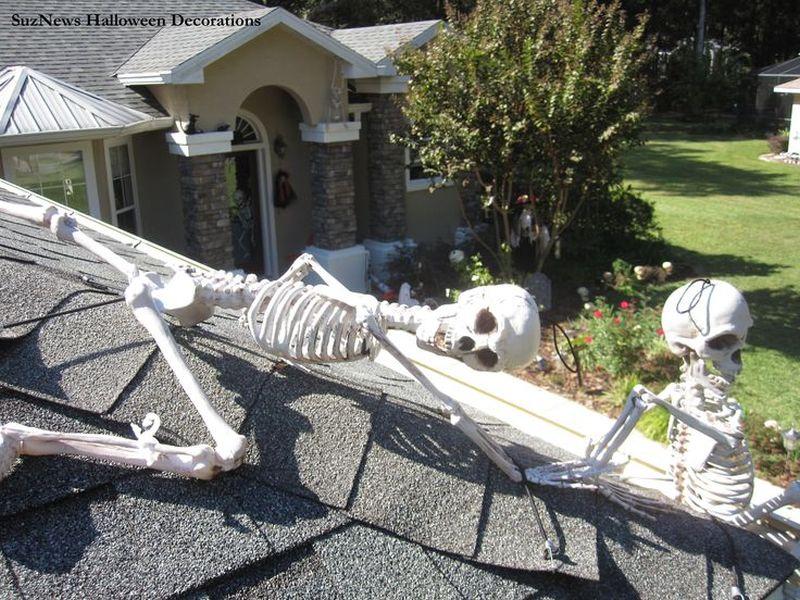 Skeleton Halloween roof decoration