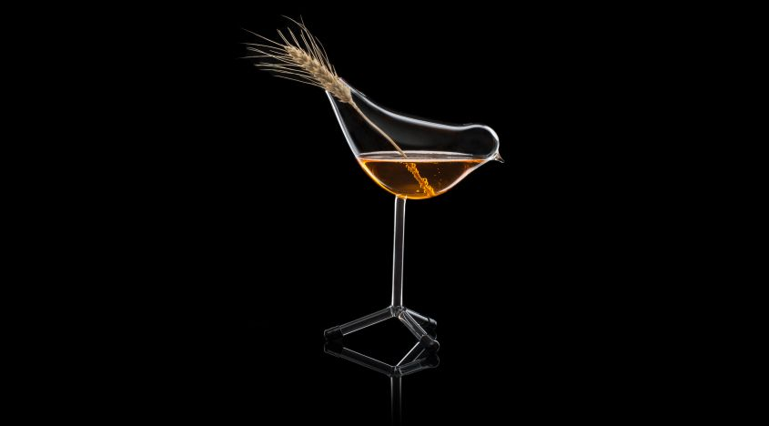 Martin Jakobsen designs bird-shaped wine glass