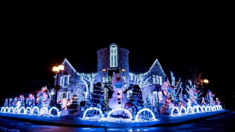 Montreal man creates Frozen-themed Christmas display using 100,000 lights
