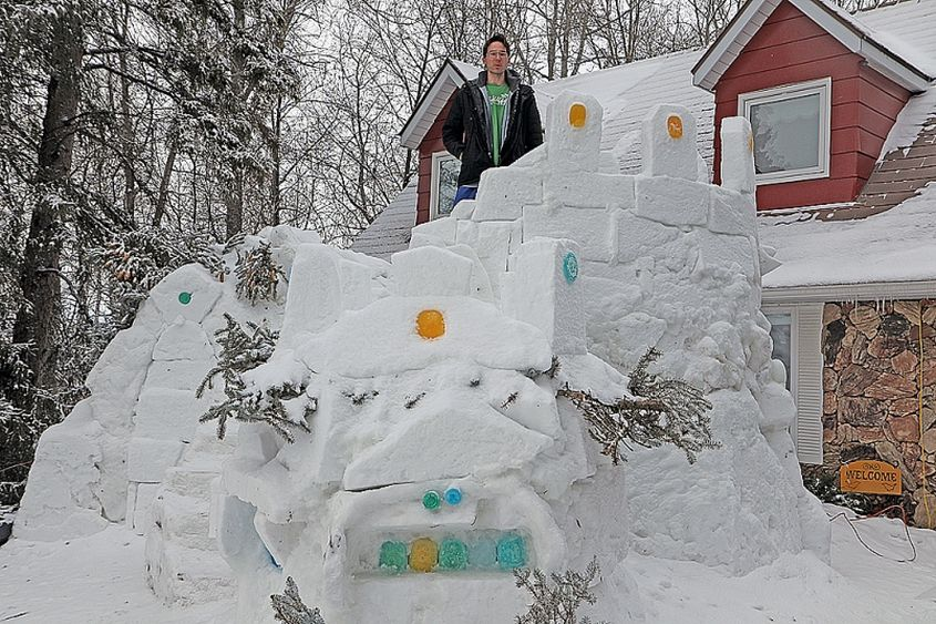 Oregon man builds snow life-sized snow castle in his backyard