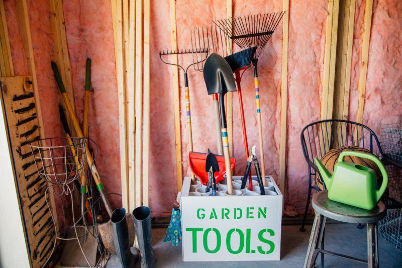 DIY Garden Tools Rack