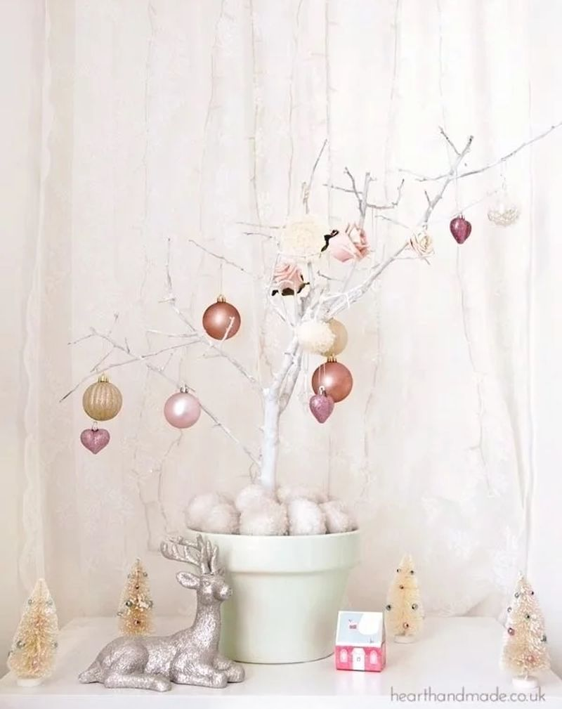 Easy DIY Christmas tree from a tree branch - last minute Christmas tree decoration ideas