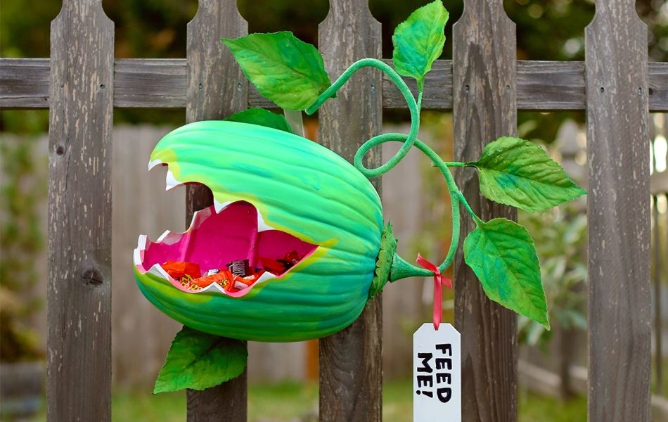 Venus Fly Trap Pumpkin Candy Holder to Hand out Candies this Halloween