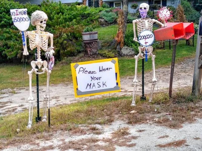 COVID 19 Skeleton decorations for Halloween - Outdoor skeleton decoration ideas