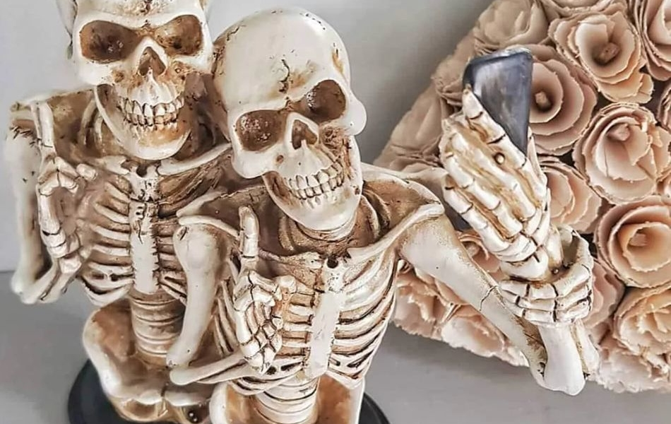 Michaels Releases a Couple of Selfie Fanatic Skeletons for Halloween
