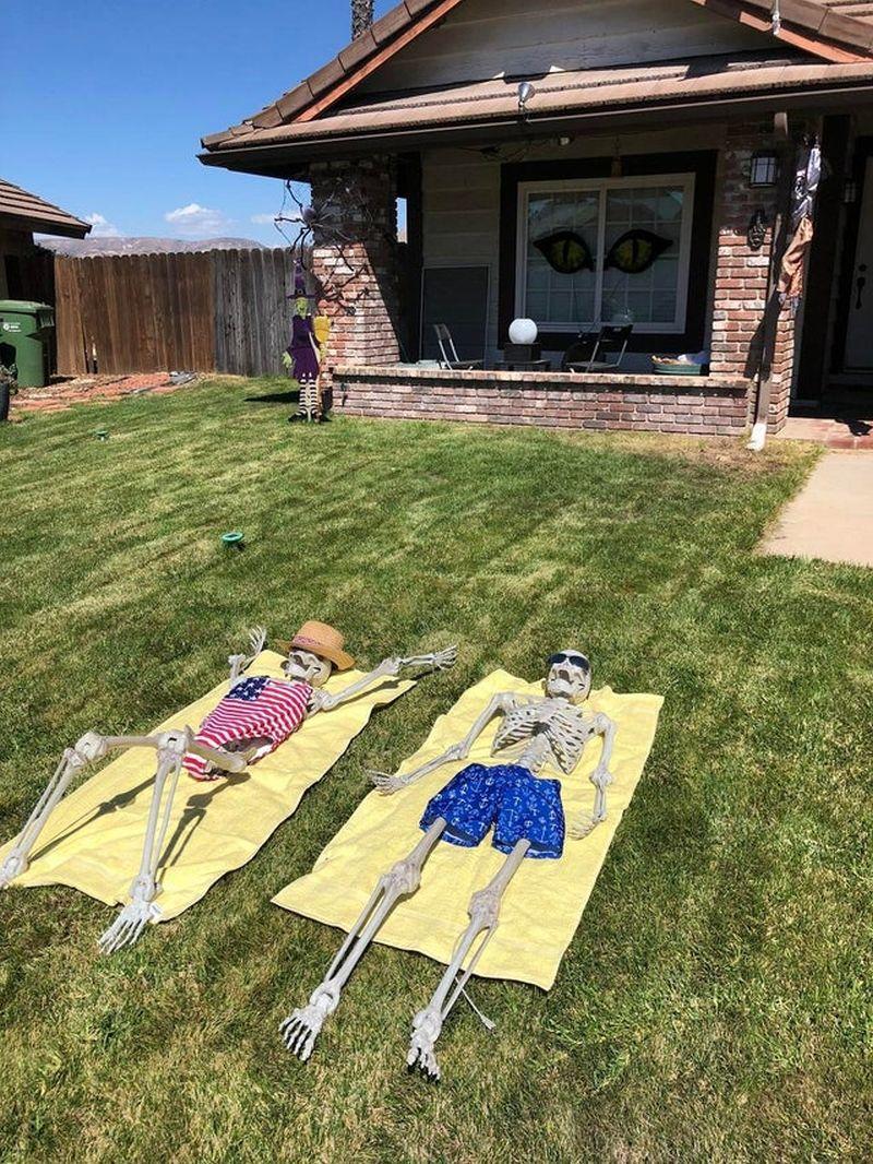 Skeletons basking in sun - Outdoor skeleton decoration ideas
