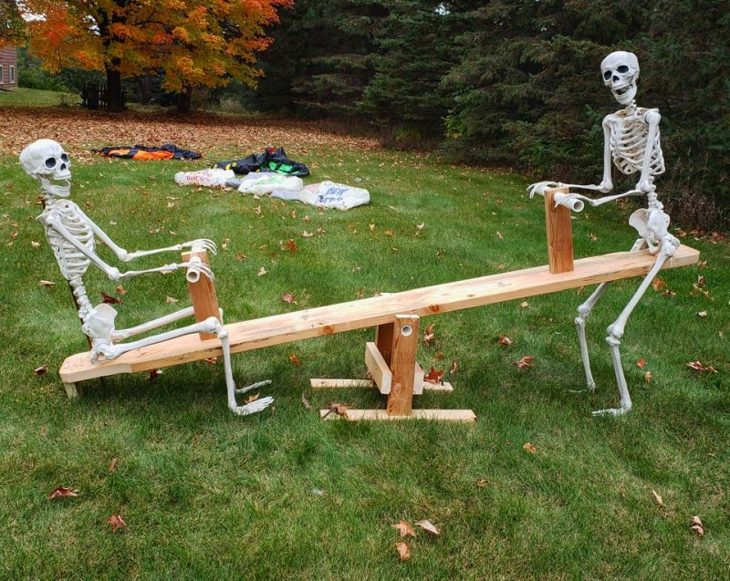 Skeletons on a teeter-totter - Outdoor skeleton decoration ideas
