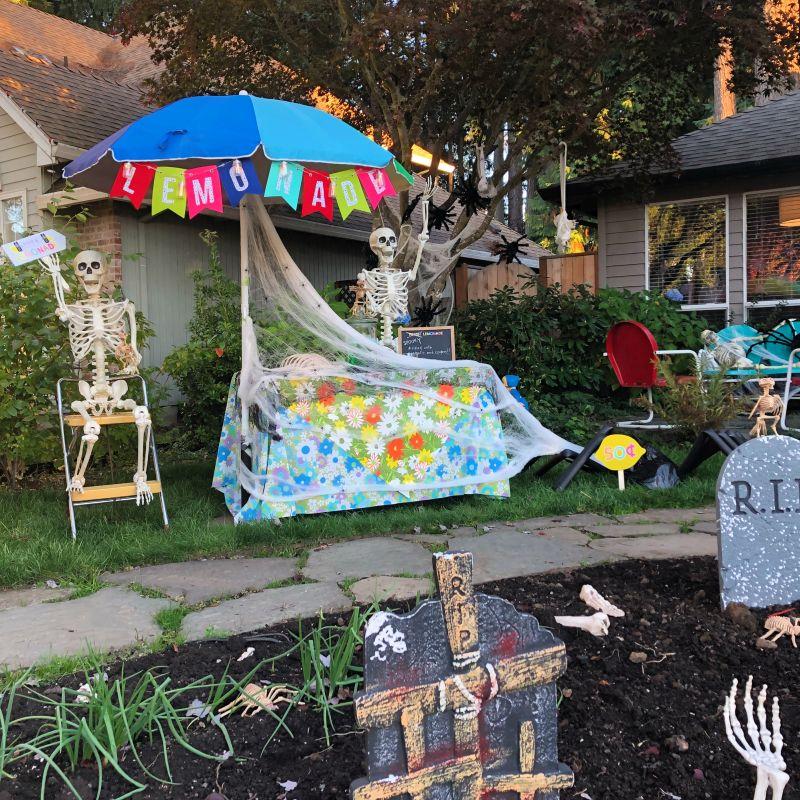 Mr. and Mrs.Bones Selling Lemonade - Outdoor skeleton decoration ideas