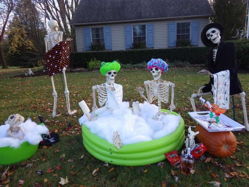 Skeletons taking a bath - halloween decorations
